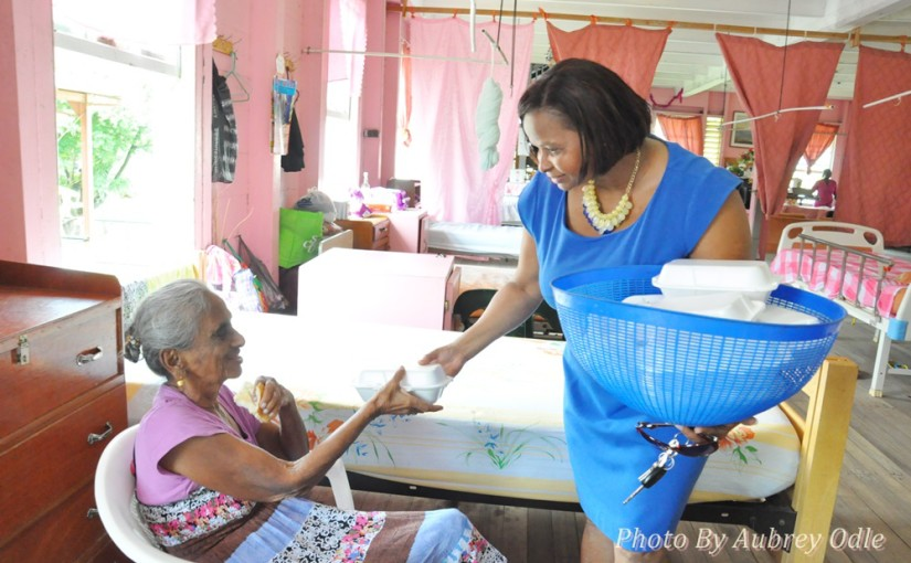 Ms.-Volda-Lawrence-serving-a-resident-of-the-Palms-with-a-hot-meal